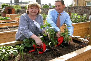 Heather-Budge-Reid-and-Phil-Jones-ISS-plant-1st-tomatoes-in-new-garden