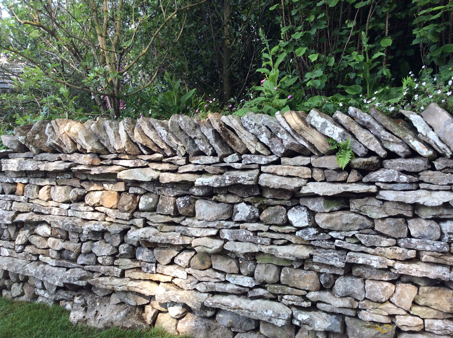 Sandy Felton Looks At The Advantages Of Having Stone Or Brick Walls In Your  Garden Either As Boundary Material Or As Decorative Features.